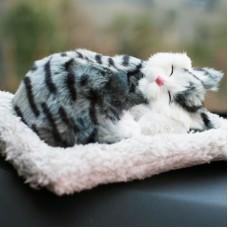 Игрушка спящая кошка серая с бамбуковым углем в салон автомобиля